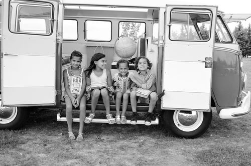 Four kids bw vw